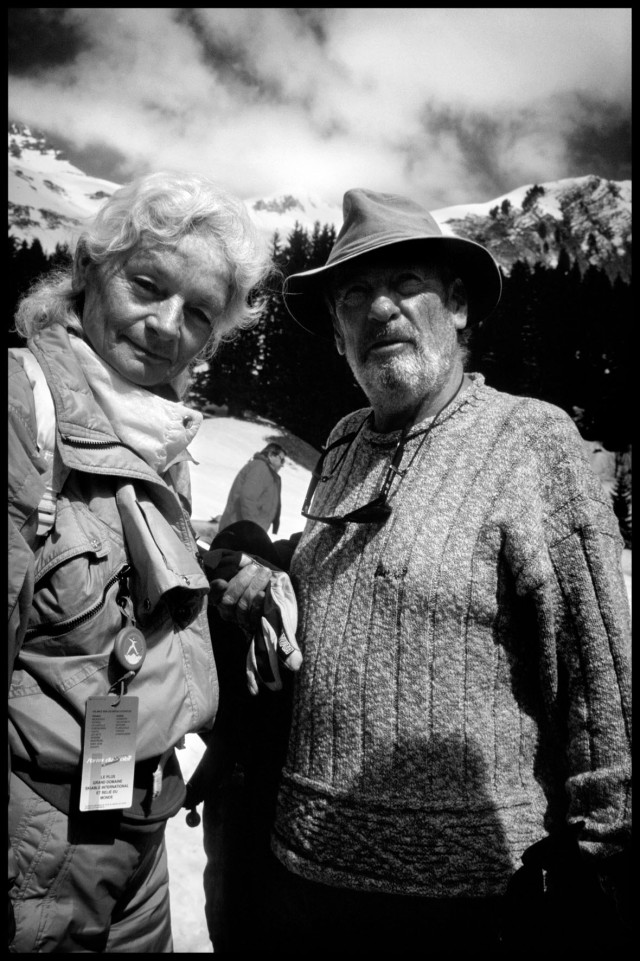 Jean Vuarnet avec sa femme Edith sur le domaine skiable des portes du soleil